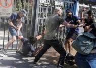 [서소문사진관]시위대로부터 대통령 생일을 지킨 칠레 부유층