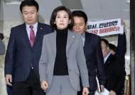 [포토사오정] 나경원 주최하는 자유한국당 회의장에 난입한 민중당 소속 대학생