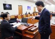 법안 1개 두고 여야 싸움에···유은혜 국회 1시간 붙잡힌 사연