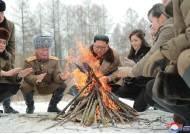 김정은 백마 타고 이설주와 모닥불도…백두산 빨치산 재현?