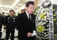 """독도 헬기사고 순직자 빈소 찾은 이낙연 """"더 안전한 나라 만들 것"""""""