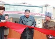 [서소문사진관] 김정은, 1년여만에 완공한 양덕온천지구 방문