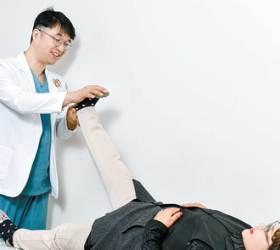 [<!HS>건강한<!HE> 가족] 참으면 큰병 부르는 허리 통증, <!HS>척추<!HE> 내시경 활용해 원인 제거