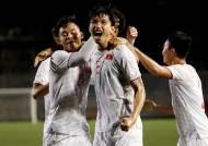 박항서호, 60년 만의 우승 보인다...인도네시아에 1-0, 전반 종료
