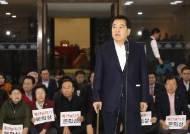 """철야농성 한국당 """"예산안 날치기 처리, 명백한 의회 쿠데타"""""""