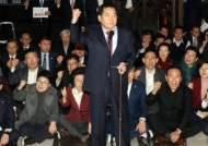 """""""입법부 치욕의 날""""···철야농성 심재철 '문희상 탄핵' 외쳤다"""