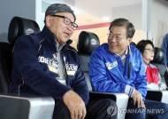 """문 대통령, '인연' 김응용 전 감독에 """"팔순 축하드린다"""" 축전"""