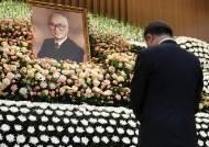 [서소문사진관]김우중 회장, '대우 가족의 노래' 합창 속에 영면에 들다