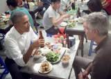 오바마, 베트남 현지 식당서 뜻하지 않게 공짜 밥 먹은 사연