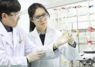 매일 1만개 화합물 검토…감염 막으려 연구진 파상풍 접종