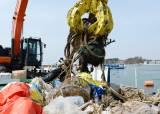 매년 수백 억 들여 건져내도 오히려 늘어나는 바다 쓰레기
