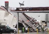 [서소문사진관]美 루이지애나주 두 개 토네이도 강타, 주민 8000여명 전기도 끊어져