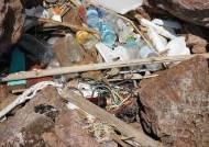 파타야 코란섬 바위틈마다 폐비닐…섬 한가운데엔 5만t 쓰레기산
