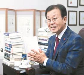 [신용호의 직격인터뷰] 풀무원·<!HS>필리버스터<!HE> 만든 원혜영, 70세 맞아 '웰다잉' 이끈다