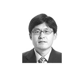 [<!HS>권석천의<!HE> <!HS>시시각각<!HE>] 청와대당 vs 검찰당