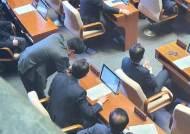 금태섭 침묵, 조응천의 유감···민주주의 걷어찬 민주당의 압박