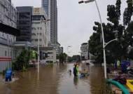 인니 자카르타 홍수 사망자 43명으로 늘어...이재민 39만명
