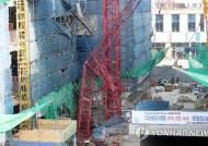 인천 송도서 30m 높이 타워크레인 쓰러져 3명 추락, 2명 사망