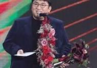 """[34회 골든] 방시혁, 제작자상 2관왕 """"좋은 환경 만들라는 채찍질로"""""""