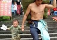 맨살에 하루 2000근···아빠가 짊어진 삶의 무게, 中이 울었다