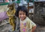 필리핀 '무덤 <!HS>마을<!HE>'에서 만난 아이들의 해맑은 웃음