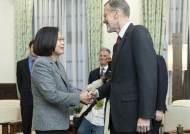 차이잉원 당선 축하한 美…'대만 무력통일' 목소리 커지는 中