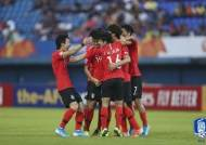 엇갈린 한중일 축구 삼국지, 한국만 웃었다