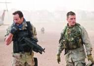 """[영화로운 세계]""""물 달라"""" 이라크인 절규···美 그린존엔 수영장 물 넘쳤다"""