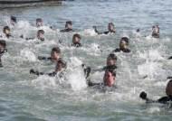 [서소문사진관]겨울바다를 달린다 …해난구조전대 혹한기 훈련
