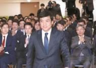 """""""이젠 같은 검사로 안본다""""…이성윤 5일만에 리더십 위기"""