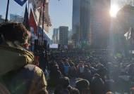 '조국수호 검찰개혁' 마지막 집회···文생일 케이크 자르기도