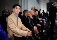 뉴이스트 백호, 韓대표로 '던힐 AW 2020 파리 패션 위크' 참석
