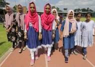 [서소문사진관]스리랑카 쌍둥이 총 집합, 기네스 도전...'너무 많아 다 못 셌다'