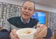 """고 신격호 회장 빈소서 유튜브 방송…김학철 """"먹방 아닌 애도"""""""