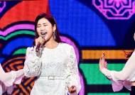 송가인·유산슬 잇는 트롯신 누구…설 연휴에도 뜨거운 경쟁