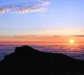 [<!HS>한<!HE> <!HS>컷<!HE> <!HS>세계여행<!HE>] 하늘이 1년에 20일만 열리는 곳···백두산서 바라본 새해 새 해