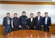 민주당의 낙하산 인정…윤종원 기업은행장, 27일 만에 첫 출근