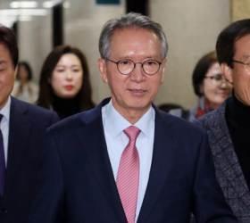 """물갈이 나선 김형오, 전·현 원내대표 5명에 """"의원 전원 평가표 달라"""""""