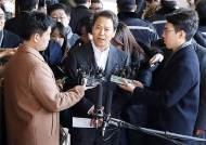 """포토라인 선 임종석 또 윤석열 비판 """"이번 수사 기획된 것"""""""