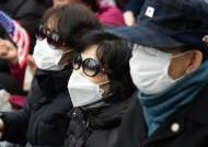 """""""바이러스 대수냐"""" 마스크 쓴 보수단체에 시민들은 싸늘했다"""