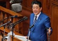일본선 아베가 '코로나 전쟁' 총지휘…스캔들 덮는 효과도