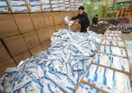 [서소문사진관] 국산 담배 9만여 갑, 중국산 숯으로 위장돼 밀반입하다 적발