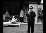 '기생충' 흑백판 26일 개봉…컬러 포스터와 달라진 점 세 가지