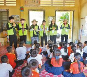 [<!HS>시선집중<!HE>(<!HS>施善集中<!HE>)] 음악·미술교육, 환경 정화 … 국제봉사단, 캄보디아에서 다양한 활동 전개