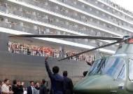 [서소문사진관]크루즈선 구출한 훈센 총리, 헬기 타고 직접 환영행사 열었다