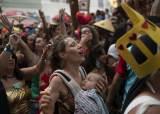 [서소문사진관]신종코로나도 두렵지 않아요. 카니발 축제로 들썩이는 지구촌