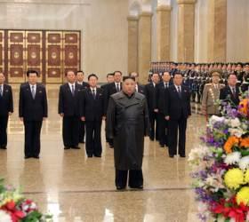 김정은, 코로나 잠적 22일만에···'<!HS>김정일<!HE> 생일' 금수산 참배