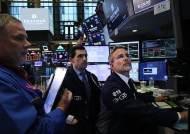 '블랙 먼데이' 뉴욕 증시 2년만에 최대 폭락…코로나19 글로벌 공급망 붕괴 우려