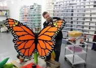3D 컴퓨터 장비, 각종 도구와 공구…여기 레고작업실 맞아?