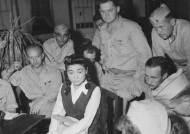 반세기 만에 드러난 심리전의 진실…'도쿄 로즈'에 넘어간 미군병사